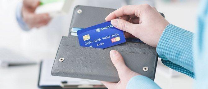 что гасить первым кредит или карту